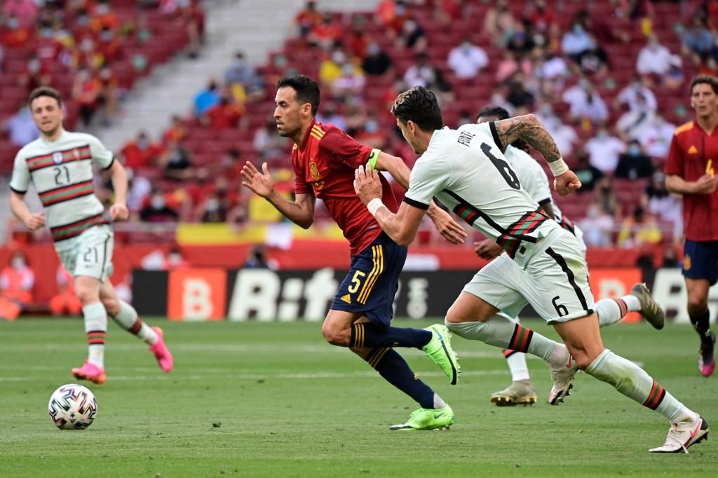 Busquetsről a pénteki spanyol-portugál (0-0) felkészülési meccs után derült ki, hogy elkapta a vírust