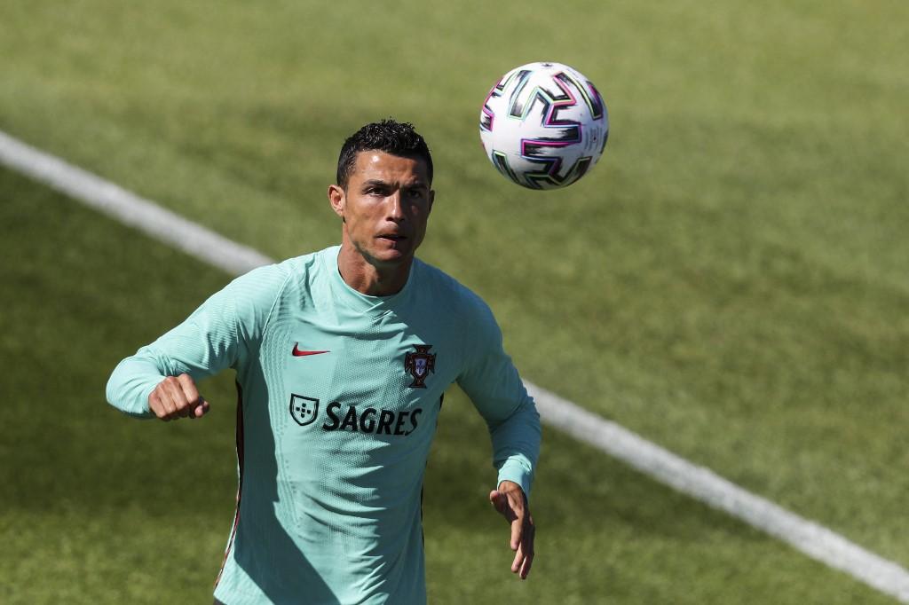 Cristiano Ronaldo nagy rekordra hajt