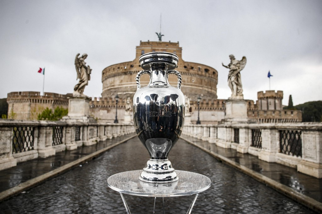 Rómában rendezik a nyitómeccset