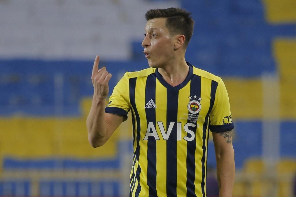 Mesut Özil Törökországban Szalai Attila csapattársa