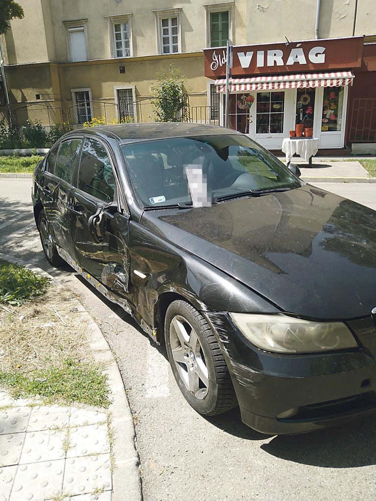 A BMW sofőrje a baleset helyszínén hagyta az autót, információnk szerint taxin távozott egy kórházba, de meggondolta magát