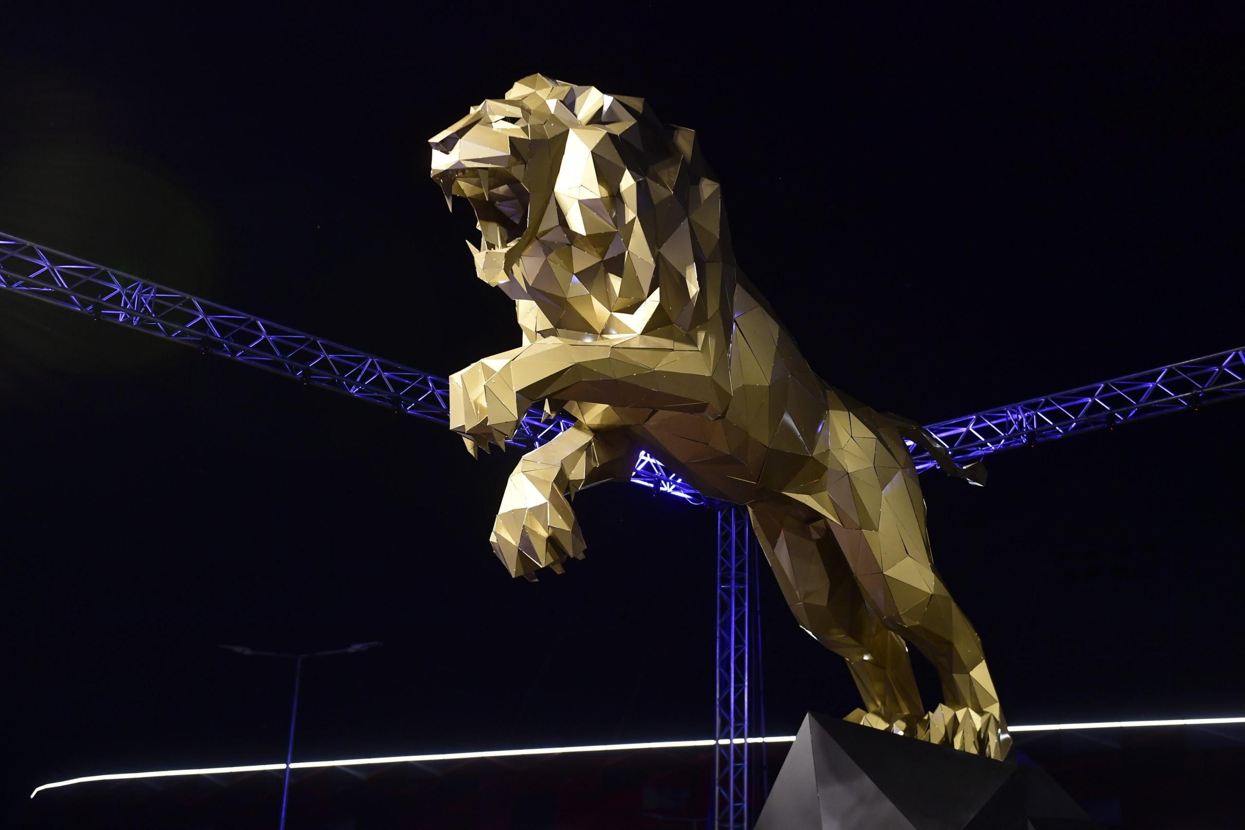 Hattonnás oroszlánszobor őrzi az új Bozsikot