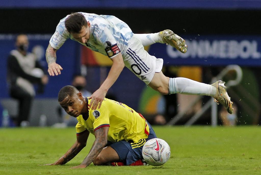 Messi többet volt a levegőben, mint talpon Kolumbia