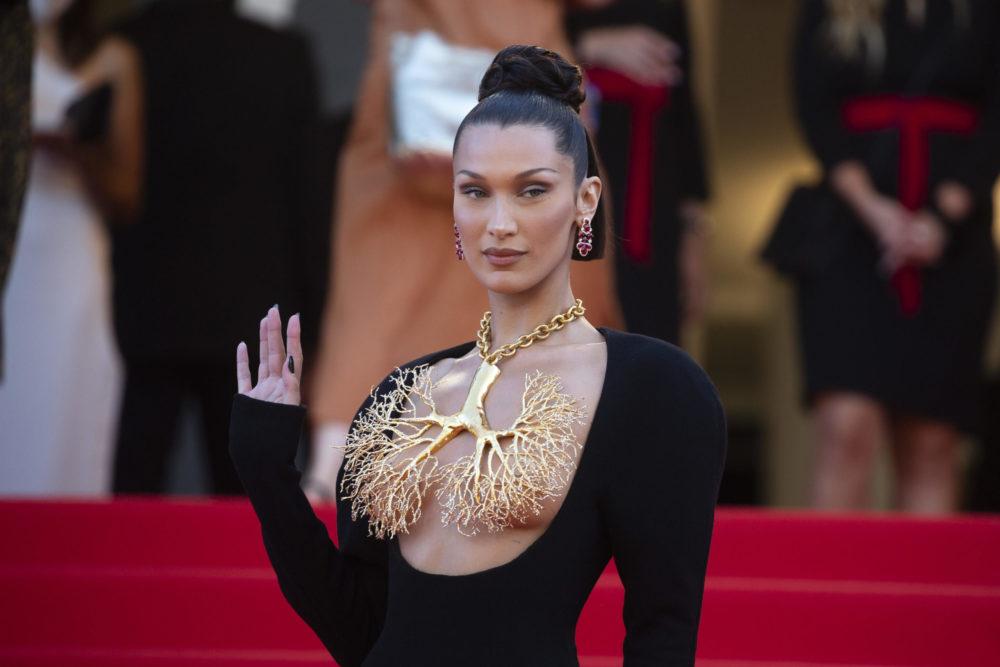 Bella Hadid Cannesban villantott