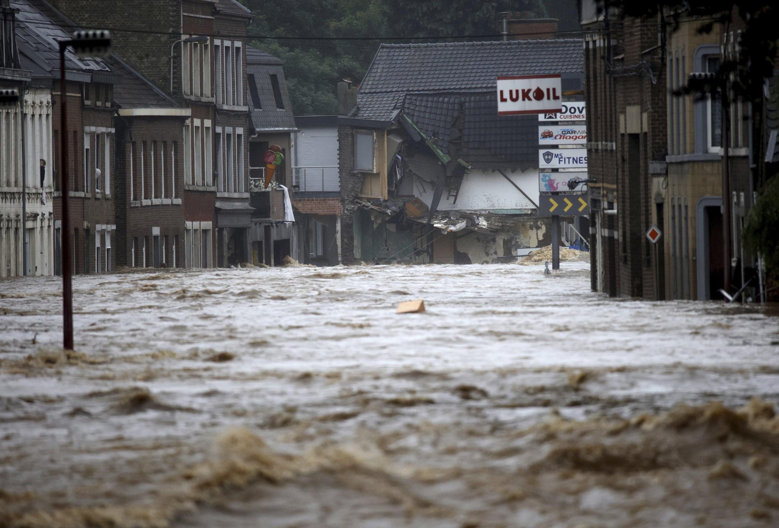 áradások