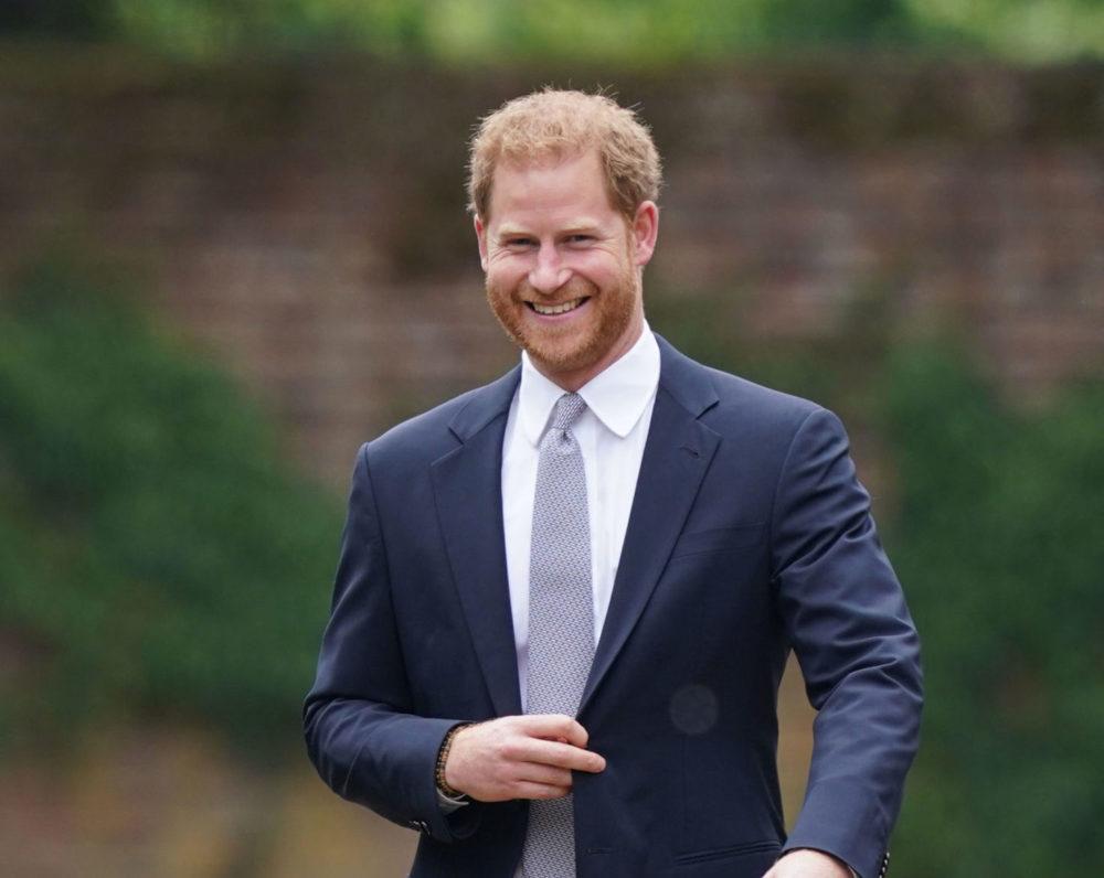 Harry távol van ugyan a tróntól, de nagy királynak érzi magát