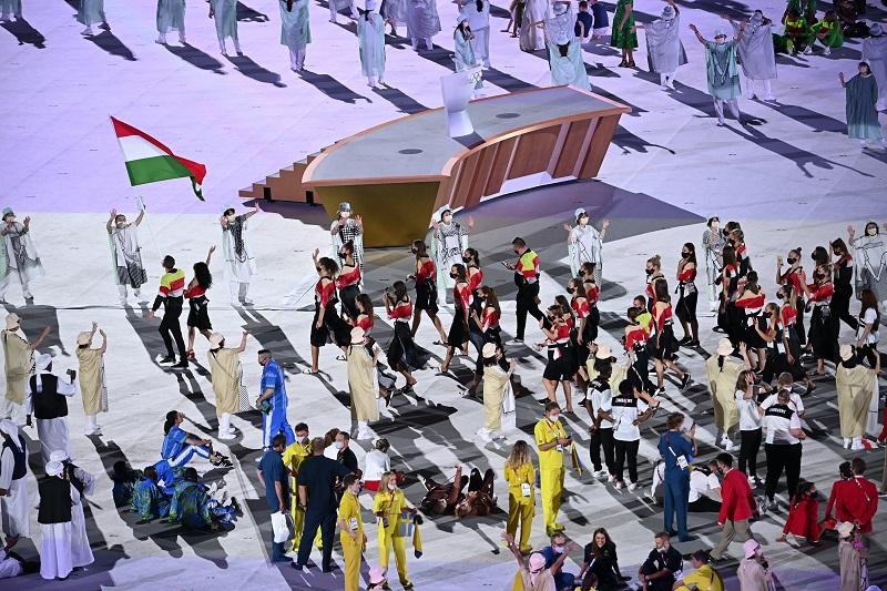 A két zászlóvivő, Mohamed Aida és Cseh László az utolsó olimpiájára készül