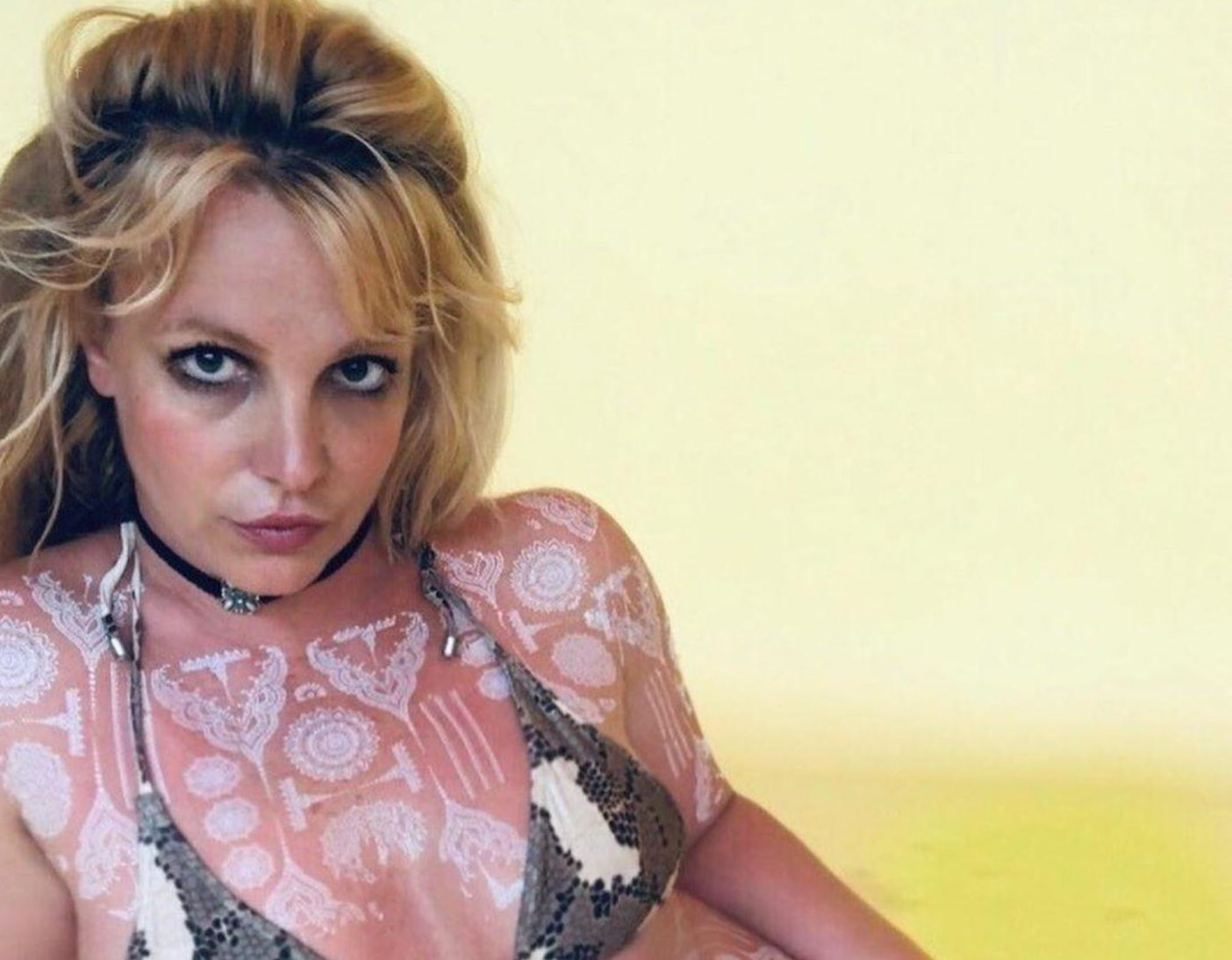 Egyre biztosabb, hogy Britney megbolondult: Ezt tette meztelen mellével