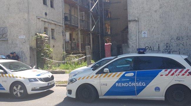 Ellepték a rendőrök a gyilkosság helyszínét