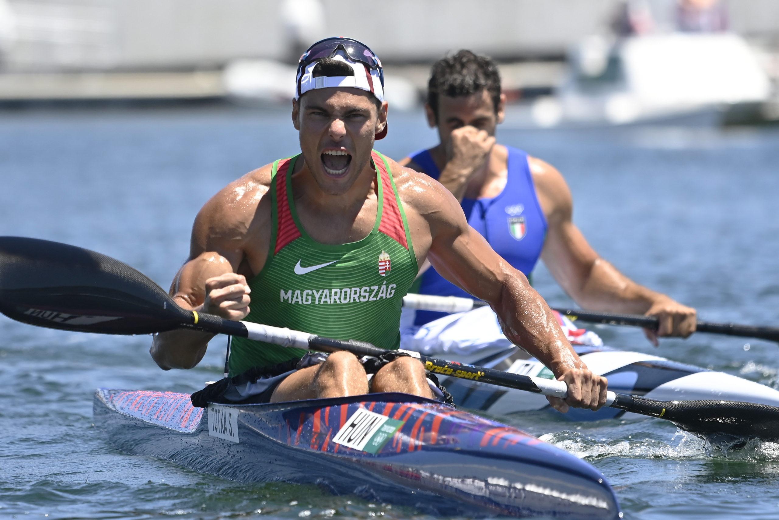 Az aranyérmes Tótka Sándor örül a gyõzelmének a férfi kajak egyesek 200 méteres versenyének döntõje után