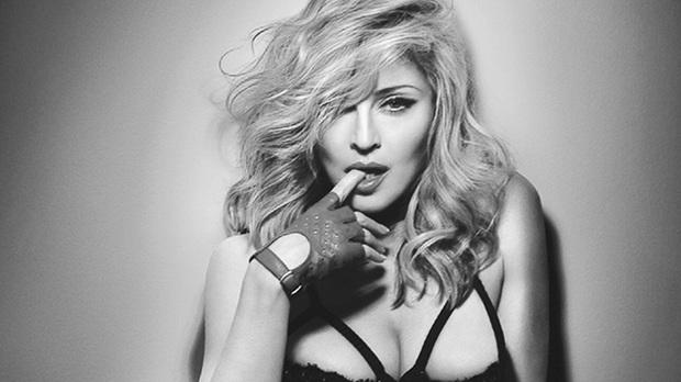 Madonna ugyan nem tudta letaszítani Sharon Stone-t a gyilkos dominák.